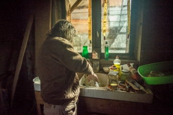 Christian est retraite.Il est ne en1948.Il est arrive dans les Combrailles en 1998.Il vit avec 700 euros par mois.